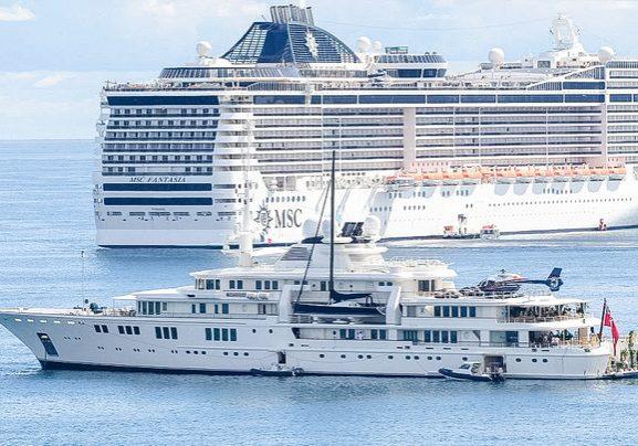 Cruise ship v superyacht